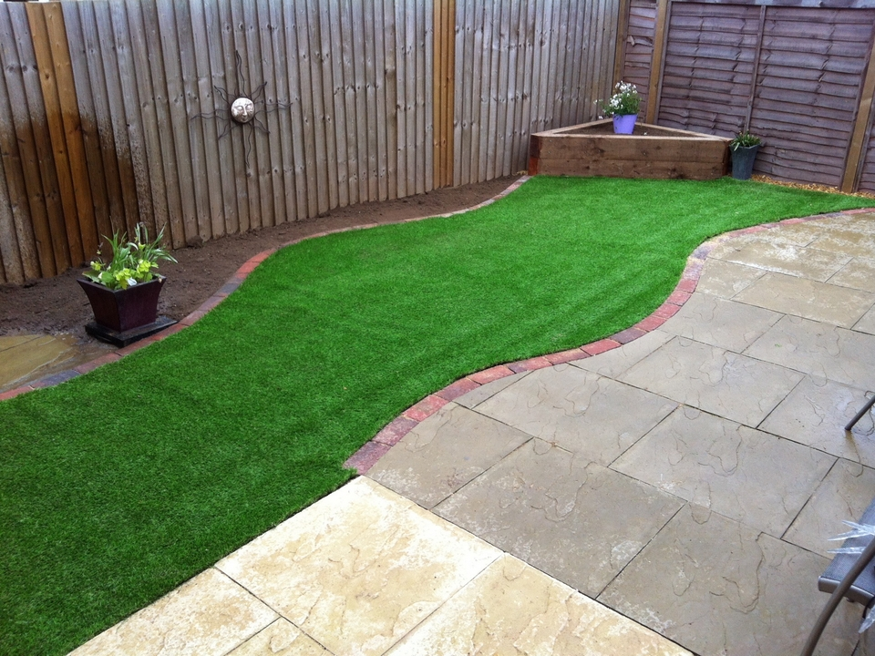 Artificial turf all green landscapes for Garden designs for dogs